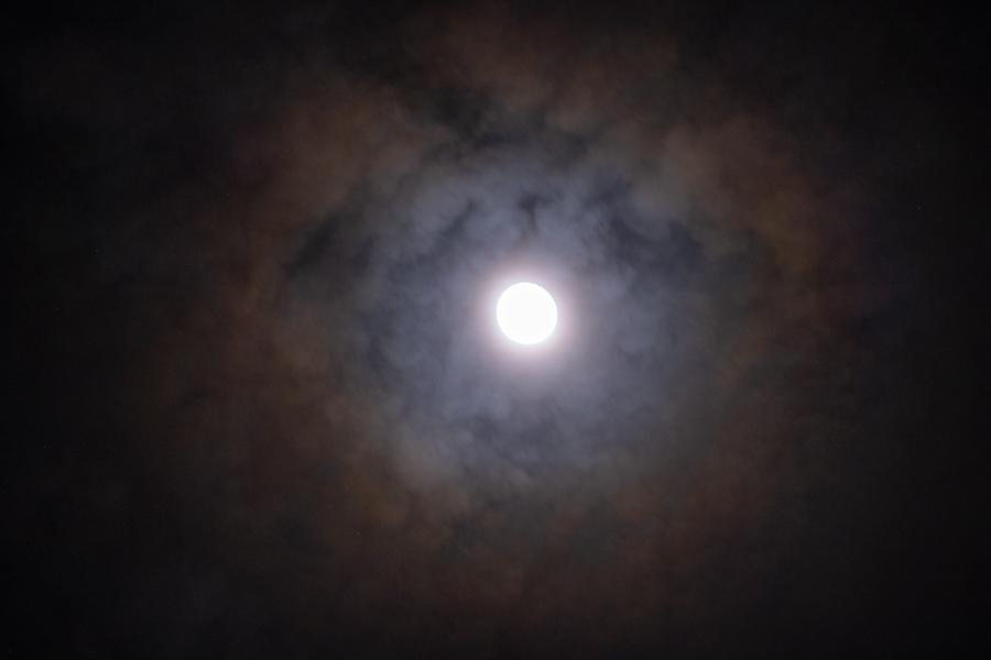 Maan met halo jaarwisseling 2020/2021 (2)