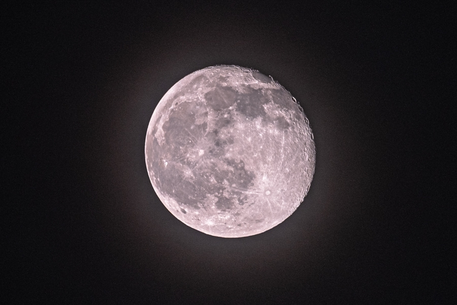 Maan met halo jaarwisseling 2020/2021 (1)