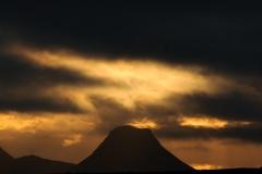 Vulkaan bij avondlicht